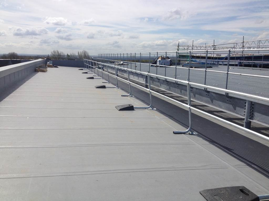Freestanding Guardrail Roof Edge Protection Heightsafe